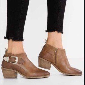 Steve Madden Bradi Booties Leather Stacked Heel